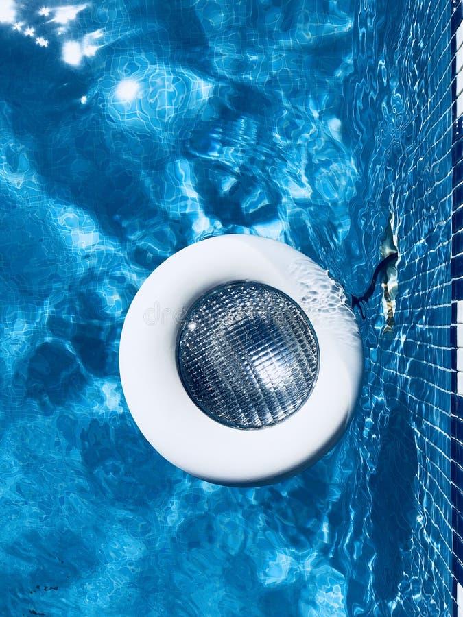 Gebroken zwembadlicht royalty-vrije stock fotografie