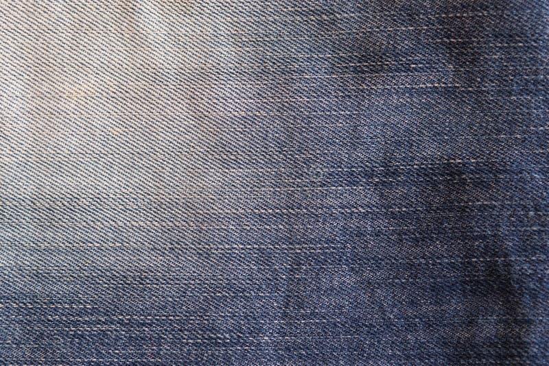 Gebruikte langzaam verdwenen jeans, de achtergrond van denimjeans Jeanstextuur, stof stock afbeelding