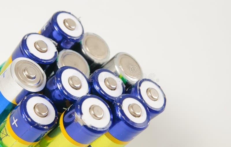 Gebruikte navulbare batterijen stock afbeeldingen