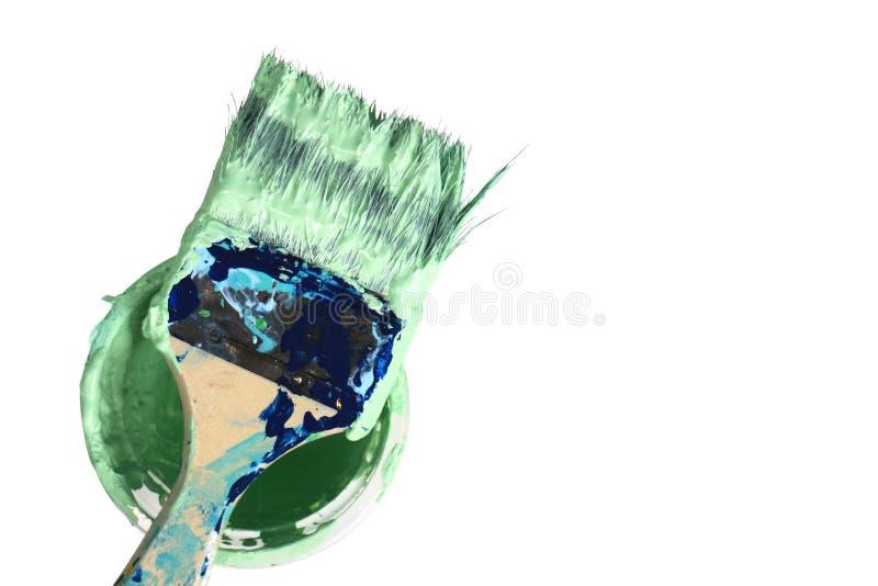 Gebruikte Verfborstel op de Emmer op witte achtergrond die Abst schilderen royalty-vrije stock fotografie