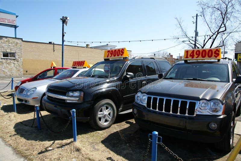 Gebruikte vrachtwagens en auto's voor verkoop royalty-vrije stock fotografie