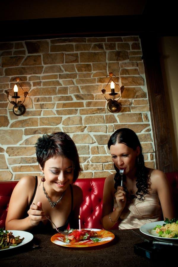 Download Geburtstag stockbild. Bild von nett, kuchen, feier, weiblichkeit - 26367501