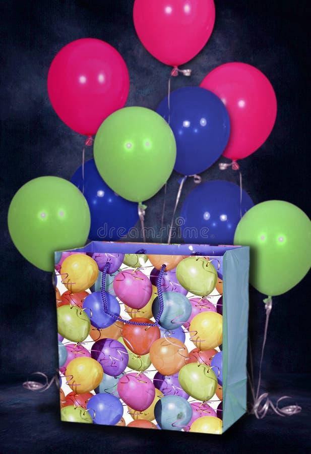 Geburtstag-Ballone und Beutel-Hintergrund lizenzfreie stockbilder