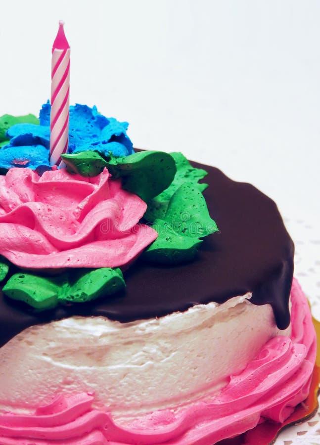 Geburtstag-Kuchen mit Kerze lizenzfreie stockfotos