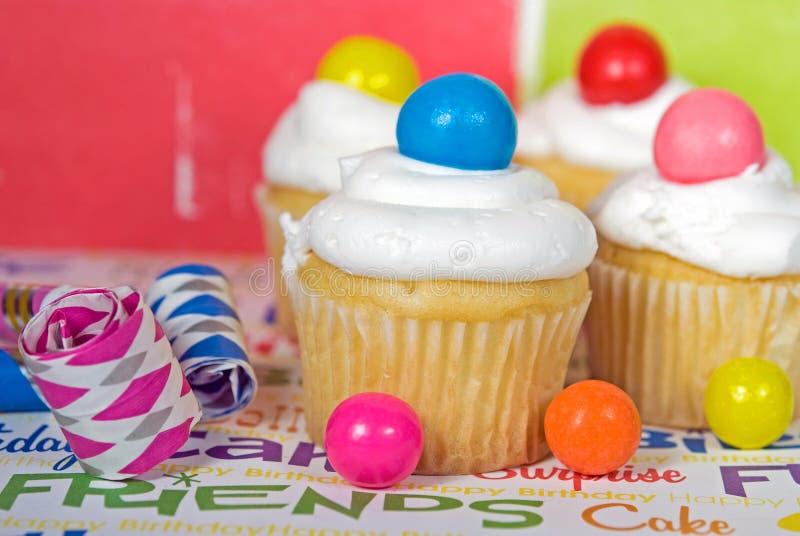 Geburtstagkleine kuchen lizenzfreie stockbilder