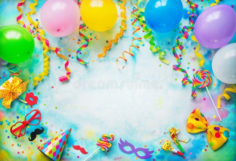 Geburtstags-, Karnevals- oder Parteihintergrund lizenzfreie stockbilder