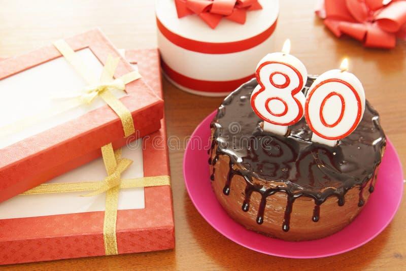 Geburtstagsfeier bei achtzig Jahren lizenzfreie stockbilder