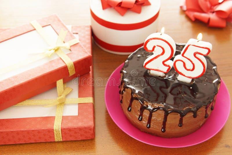 Geburtstagsfeier bei fünfundzwanzig Jahren stockfoto