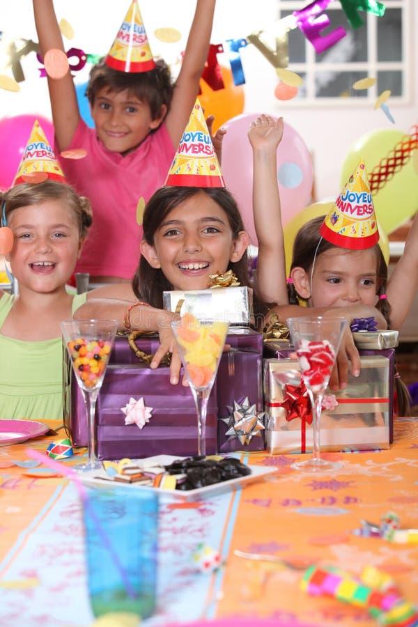 Geburtstagsfeier der Kinder lizenzfreie stockbilder