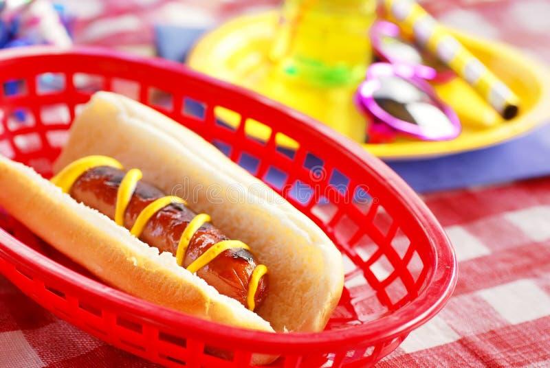 Geburtstagsfeier-Hotdog stockbild