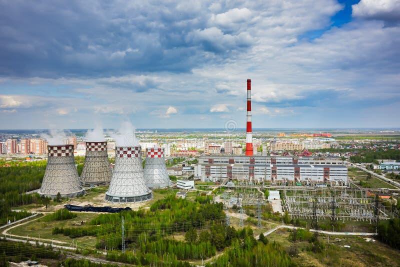 Download Gecombineerde Hitte En Machtsfabriek Tyumen Rusland Stock Foto - Afbeelding bestaande uit vuil, stad: 54081670