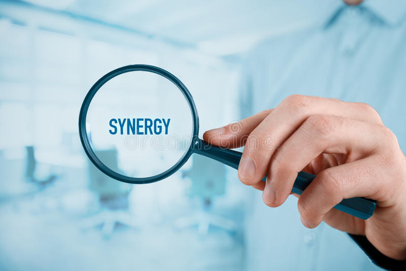 Geconcentreerd op synergisme stock fotografie