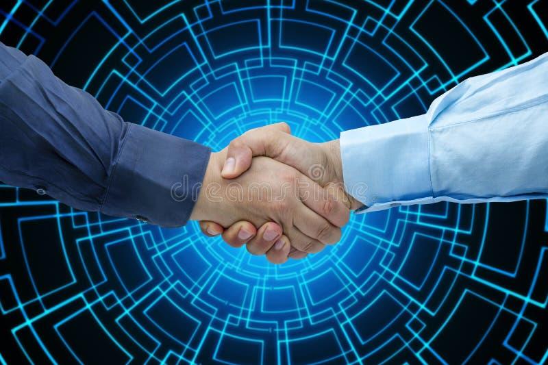 Geconcentreerde de technologieachtergrond van het zakenliedenhandenschudden close-up royalty-vrije stock afbeeldingen