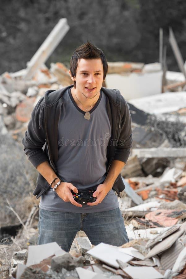 Geconcentreerde tiener gamer stock afbeelding