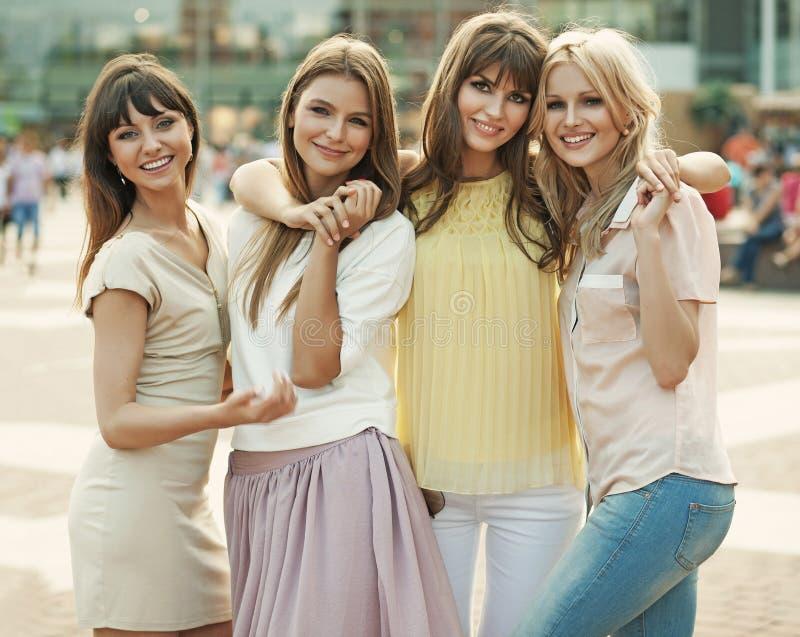 Gedächtnis des fantastischen Sommers der netten Frauen lizenzfreies stockbild