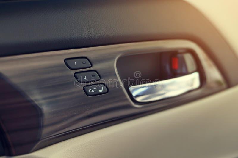 Gedächtnissitztechnologie innerhalb des Luxusfahrzeugs lizenzfreies stockbild