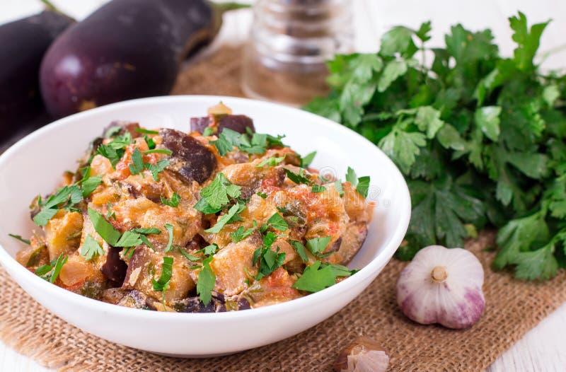 Gedämpfte Aubergine Geschmackvolles Gemüseragout lizenzfreie stockfotos
