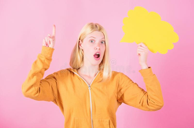 Gedanke der angespornten entz?ckenden Frau Ideen und Gedanken kopieren Raum Idee und Inspiration Was auf ihrem Verstand ist think lizenzfreie stockbilder