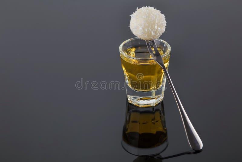 Gedeelte van Gouden tequila royalty-vrije stock foto's