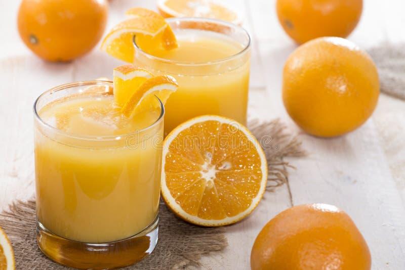 Gedeelte van vers gemaakt Jus d'orange royalty-vrije stock afbeelding