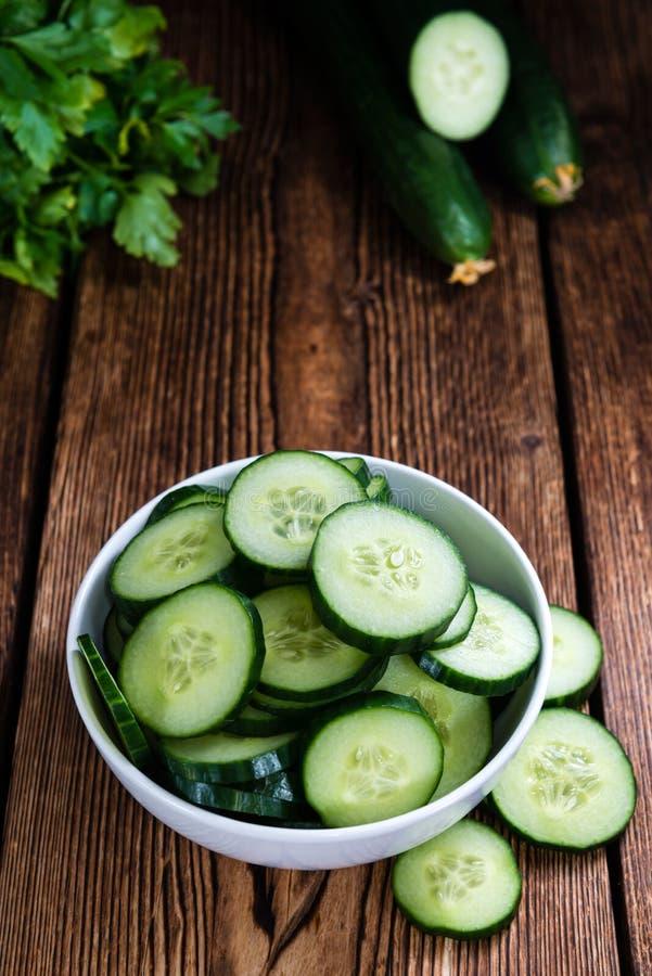 Gedeelte verse Komkommers stock foto