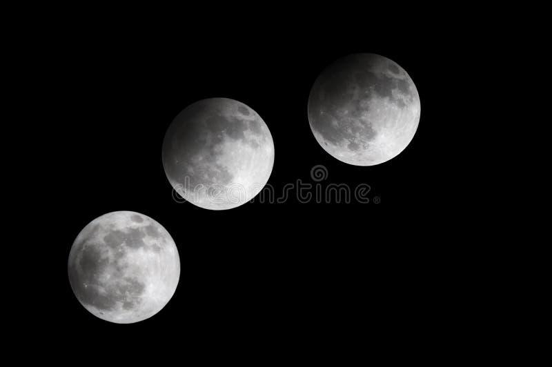 Gedeeltelijke Maandieverduistering bij 21:53 wordt waargenomen: 42 aan 23:00: 33, Bahrein 25 April 2013 stock afbeelding