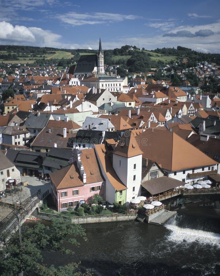 Gedeeltelijke mening van Cesky Krumlov, met de kerk van St Vitus Cesky Krumlov is één van de schilderachtigste steden in de Tsjec royalty-vrije stock fotografie