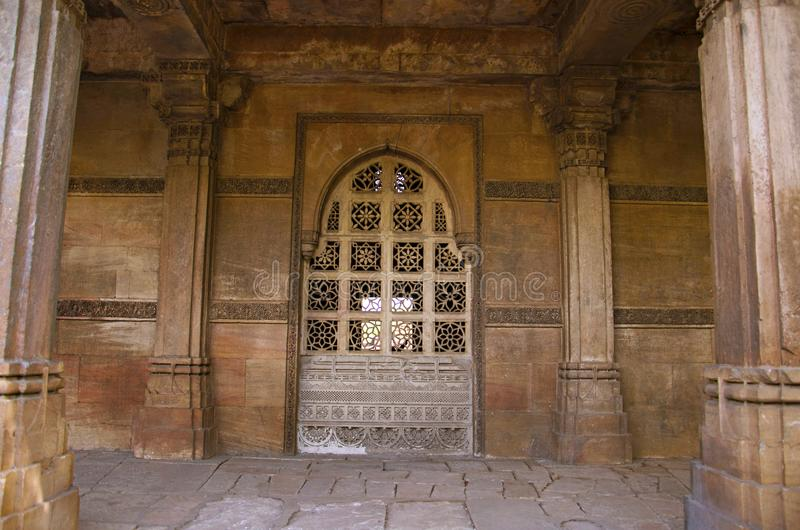 Gedeeltelijke mening van Sarkhej complexe Roza, moskee en graf Makarba, Ahmedabad, Gujarat royalty-vrije stock foto's
