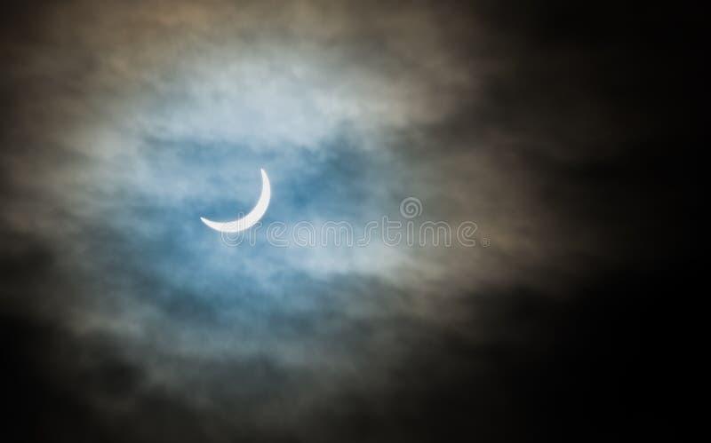 Gedeeltelijke zonneverduistering stock afbeelding