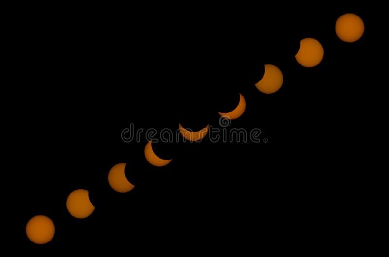 Gedeeltelijke zonneverduistering, collage op een zwarte achtergrond stock fotografie