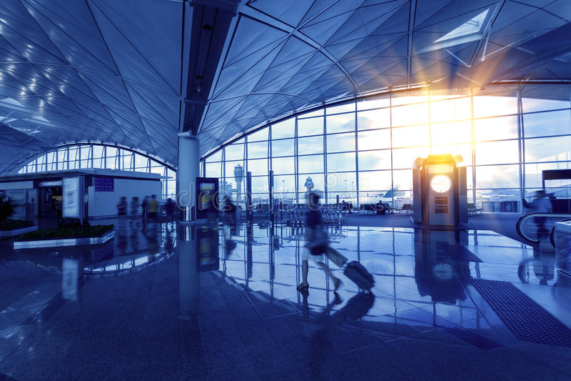 Gedeelten van de zaal bij de luchthaven stock afbeeldingen