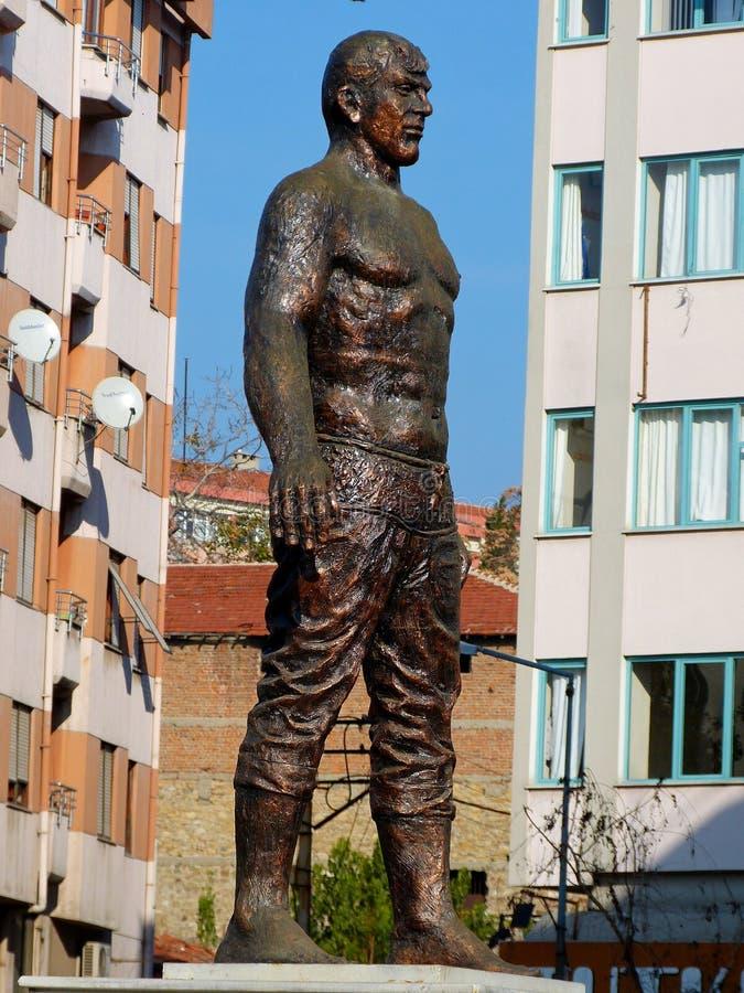 Gedenkender Ölringkämpfer Huseyin Pehlivan der Statue in Tekirdag, die Türkei lizenzfreies stockfoto