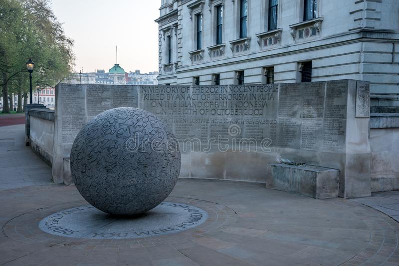 Gedenkteken aan de 202 onschuldige slachtoffers van een terroristische aanslag in Kuta op Bali, Indonesië in 2002, Londen stock foto's