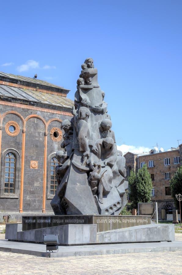 Gedenkteken aan de slachtoffers van de Spitak-aardbeving in 1988 dichtbij Kerk van de Heilige Verlosser Gyumri royalty-vrije stock afbeelding
