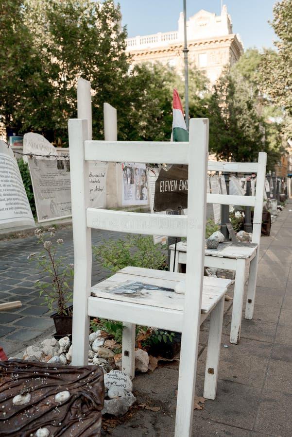 Gedenkteken aan de slachtoffers van de Duitser - Boedapest stock afbeeldingen