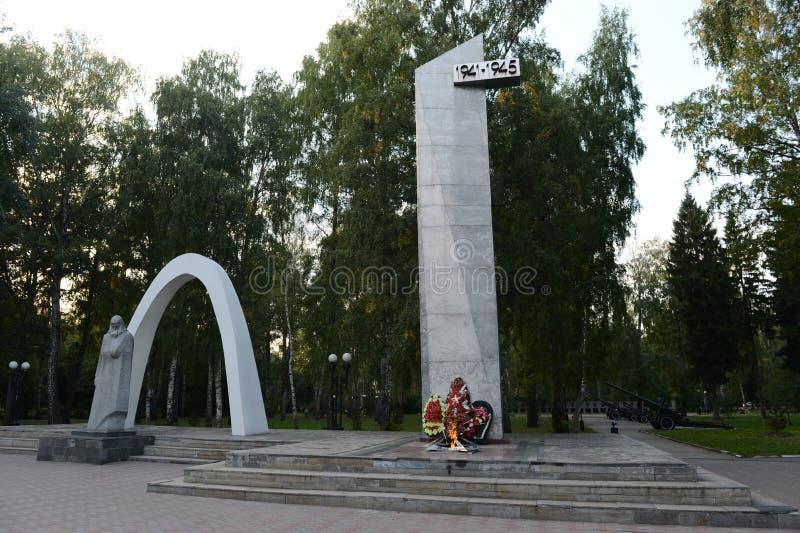 Gedenkteken aan gevallen in de Grote Patriottische oorlog in het Park van Geheugen in de stad van Novomoskovsk van het gebied van royalty-vrije stock foto's