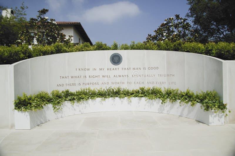 Gedenkteken met citaat Reagan stock fotografie