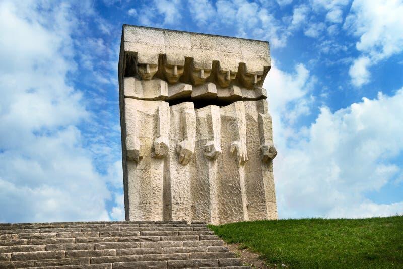 Gedenkteken van de slachtoffers van fascisme in het vroegere Duitse concentratiekamp Plaszow dichtbij Krakau stock foto's