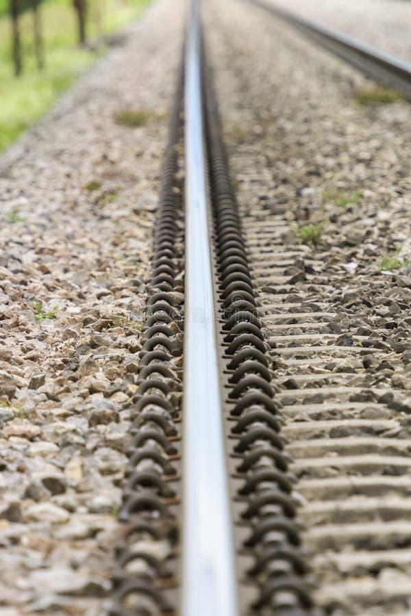 Gedetailleerde dichte omhooggaande foto van een spoorwegspoor royalty-vrije stock afbeeldingen