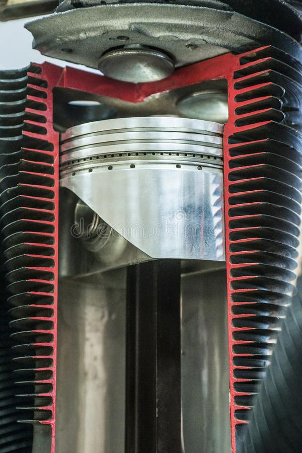 Gedetailleerde expositie van de zuiger in de cilinder royalty-vrije stock afbeelding