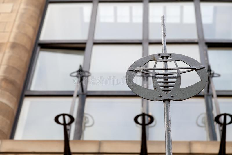 Gedetailleerde foto van de decoratieve staalfabriek op de buitenkant van Glasgow School van de Kunstbouw, Glasgow het UK stock foto