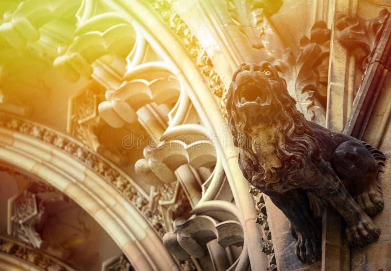 Gedetailleerde mening over gotisch moza?ek van St Vitus kathedraal in het Kasteel van Praag in Praag, Tsjechische Republiek stock afbeelding