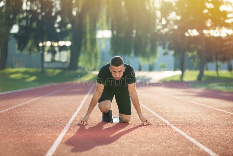 Gedetailleerde mening van een sprinter die bereid te beginnen worden Selectieve nadruk royalty-vrije stock foto's