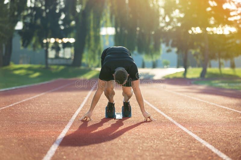 Gedetailleerde mening van een sprinter die bereid te beginnen worden Selectieve nadruk royalty-vrije stock foto