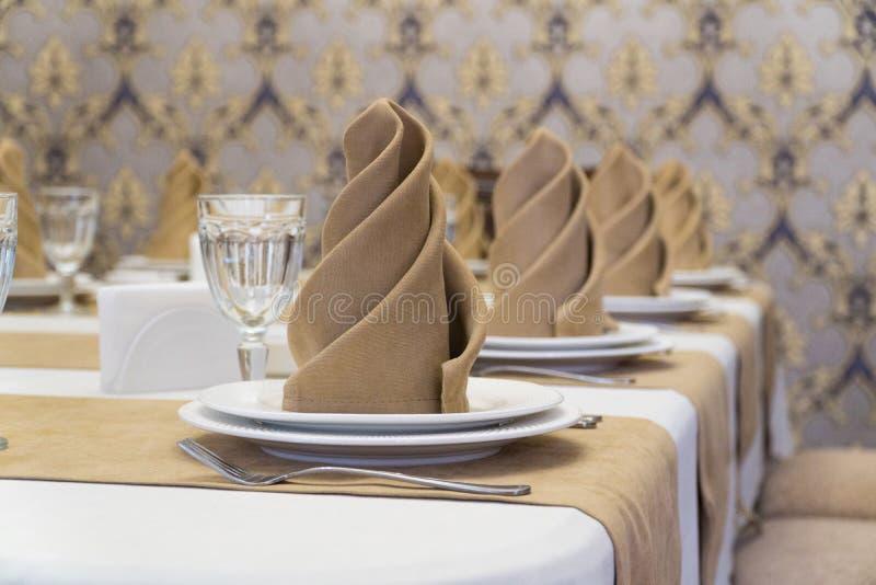 Gediente Tabelle in der Gastst?tte lizenzfreies stockbild