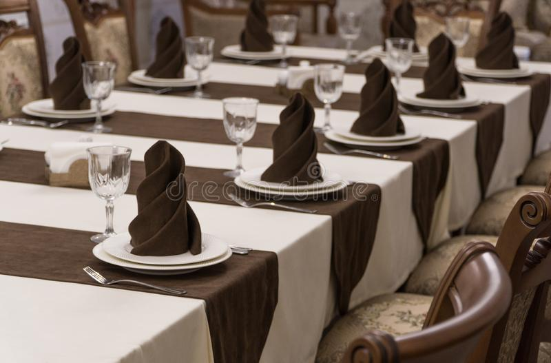 Gediente Tabelle in der Gastst?tte stockbild