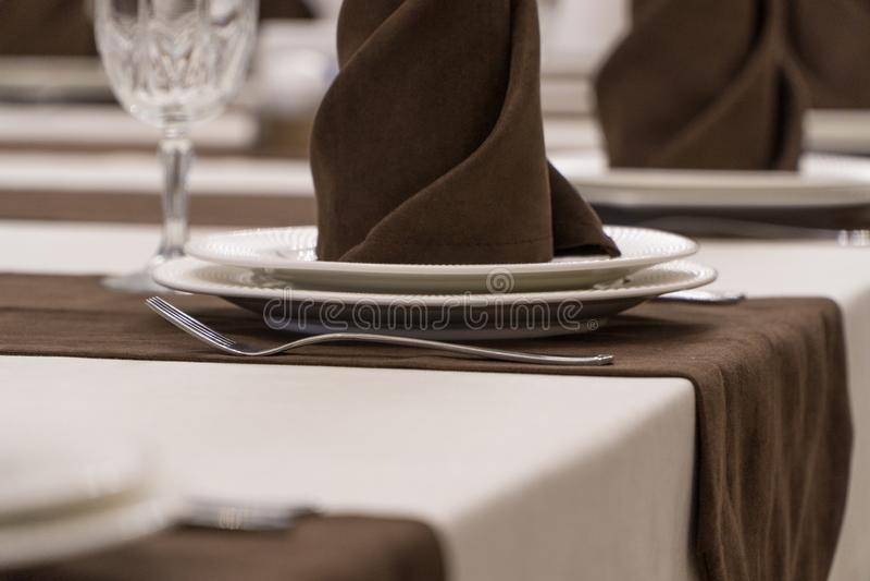 Gediente Tabelle in der Gastst?tte lizenzfreie stockfotos