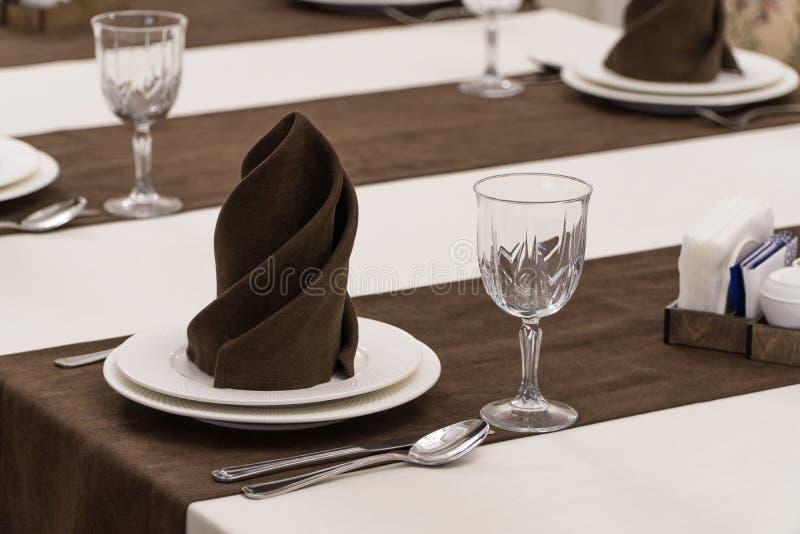 Gediente Tabelle in der Gastst?tte lizenzfreie stockfotografie