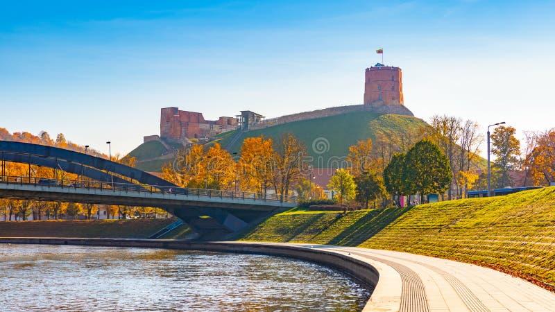Gediminas塔在维尔纽斯,立陶宛 维尔纽斯市的历史的标志和立陶宛  上部维尔纽斯城堡 库存图片