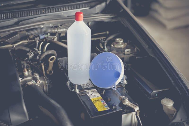 Gedistilleerde waterbatterij stock afbeelding